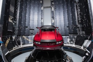 Falcon Heavy içerisinde Tesla Roadster