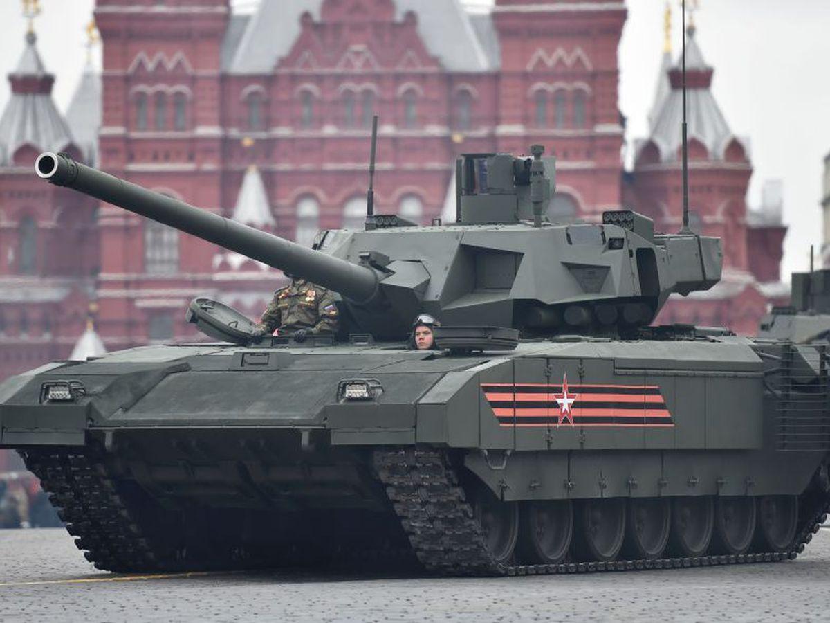 T-14 Armata Kızıl Meydandaki gösterilere katıldı