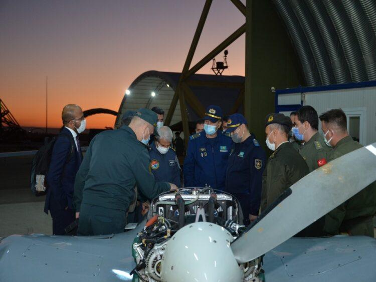 Kazakistan heyeti TSK'nın İnsansız Uçak Sistemleri üssünü ziyaret etti