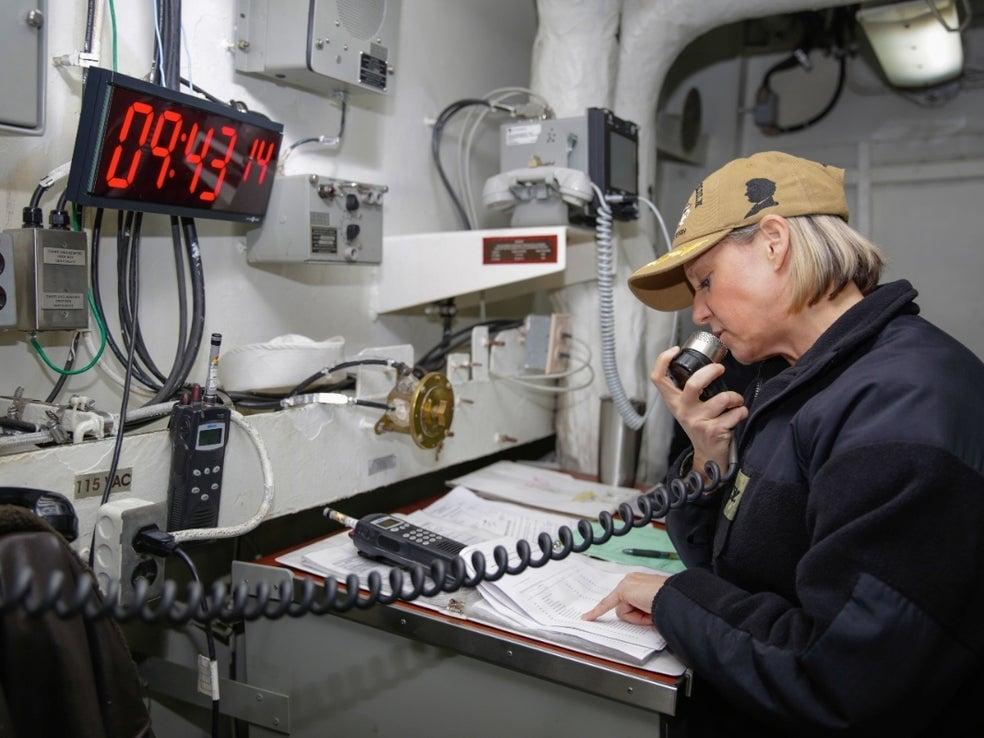 uçak gemisi kadın komutan