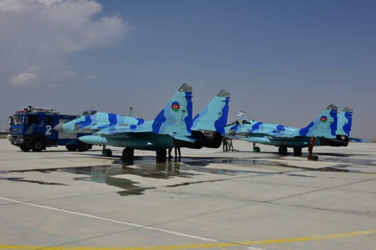 Tatbikat için Azerbaycan Hava Kuvvetleri savaş uçakları Türkiye'de